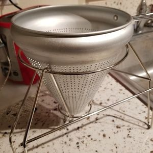Aluminum  strainer colander with stand
